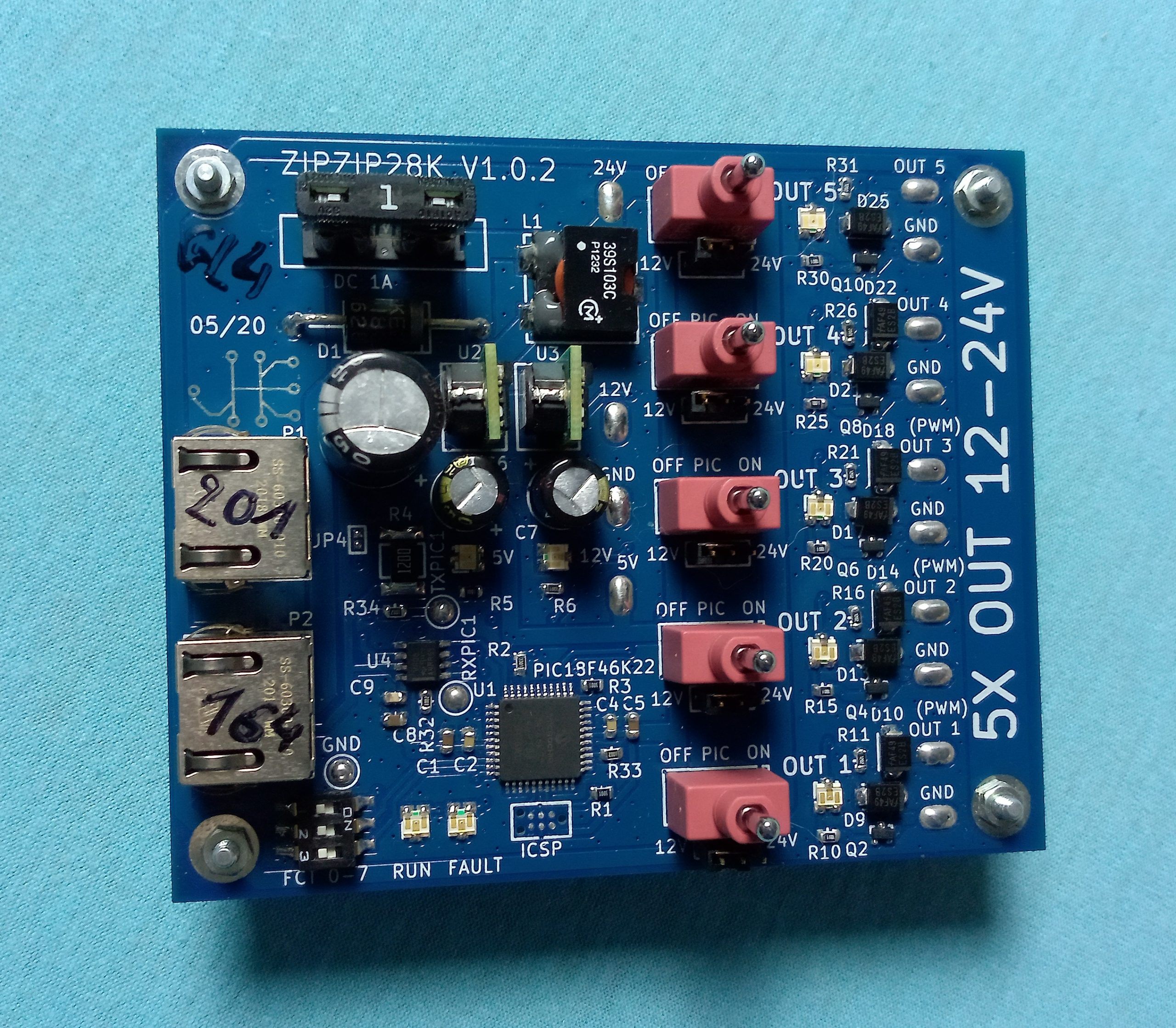 5 P-mos 12-24VDC channels driven and powered by the Fixmebus